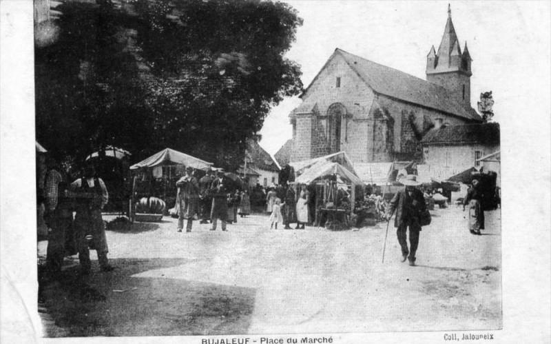 Carte postale ancienne Bujaleuf Place Du Marche (cpa animée) à Bujaleuf