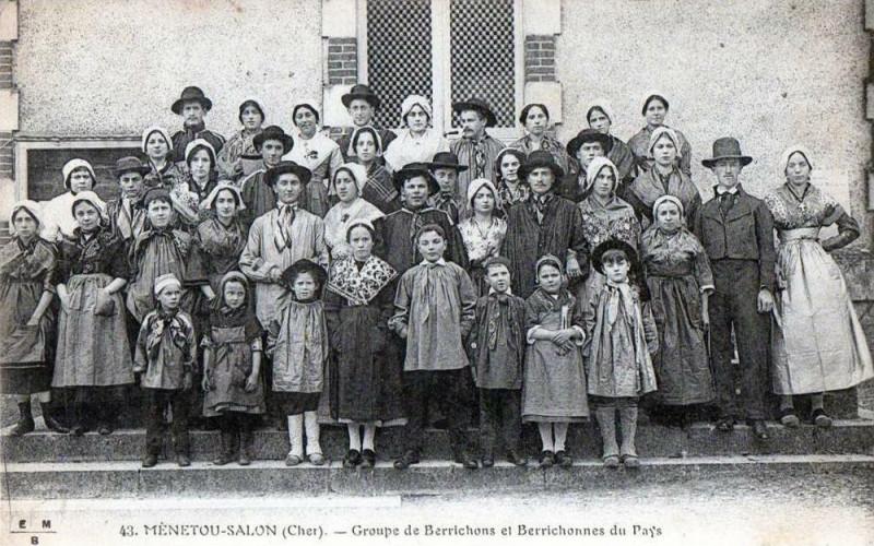 Carte postale ancienne Menetou Salon Groupe De Berrichons Et Berrichones Du Pays (Gros Plan Anim à Menetou-Salon