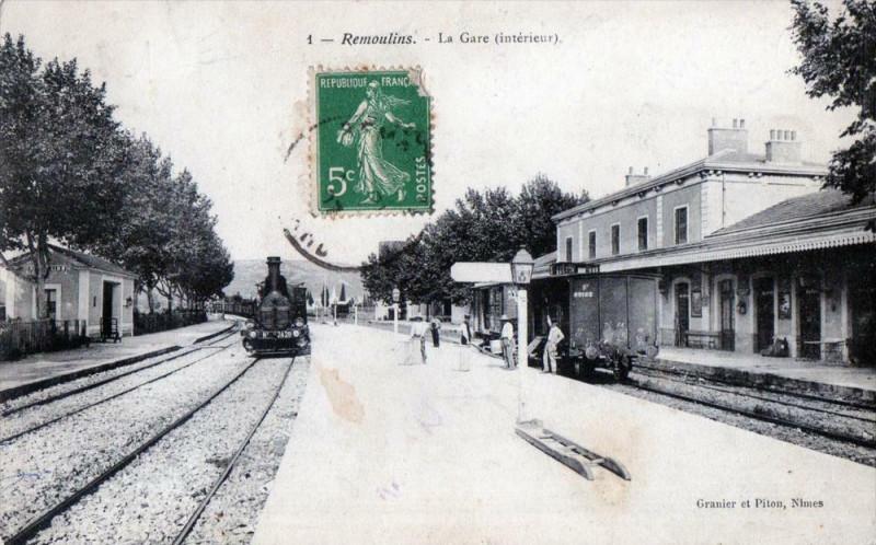 Carte postale ancienne Remoulins La Gare (Train En Gare à Remoulins