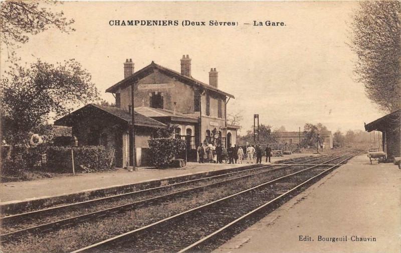 Carte postale ancienne Champdeniers La Gare à Champdeniers