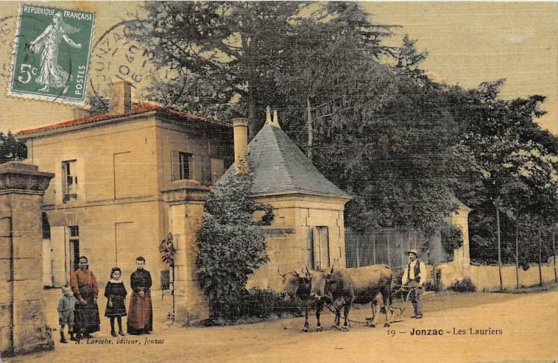 Carte postale ancienne Jonzac Les Lauriers (attelage de boeufs cpa toilée émaillée à Jonzac