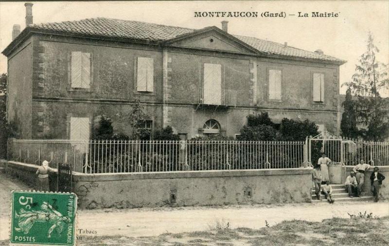 Carte postale ancienne Montfaucon Gard La Mairie (Pas Courante à Montfaucon