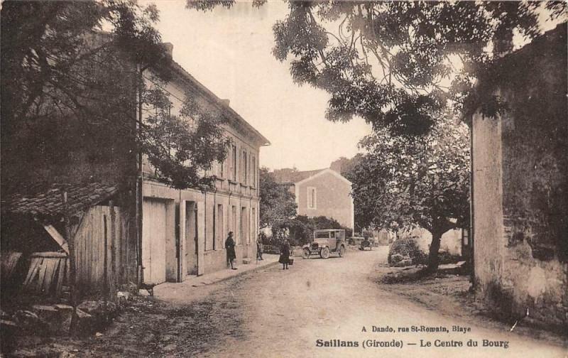 Carte postale ancienne Saillans Le Centre Du Bourg (animée à Saillans