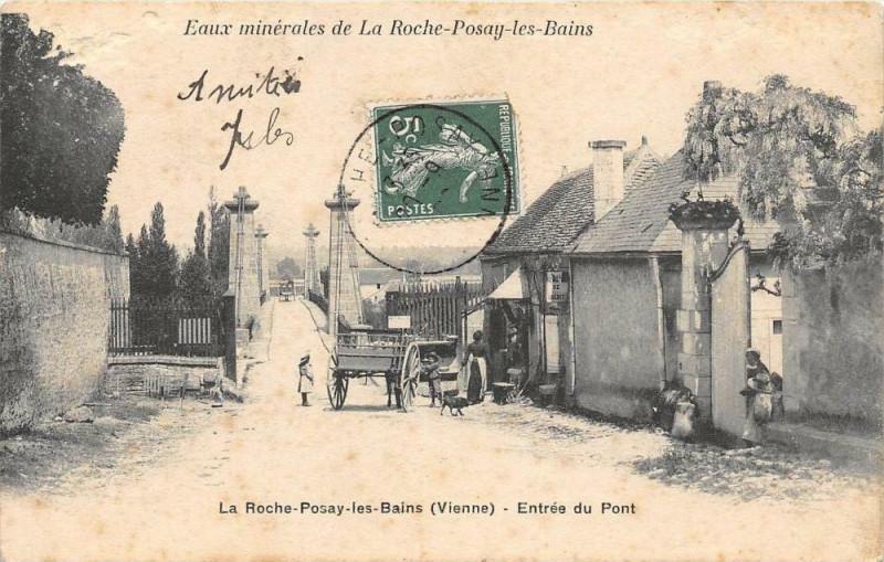 Carte postale ancienne La Roche Posay Entree Du Pont à La Roche-Posay