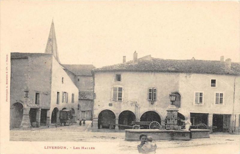 Carte postale ancienne Liverdun Les Halles (dos non divisé) à Liverdun
