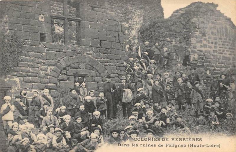 Carte postale ancienne Colonies De Verrieres Dans Les Ruines De Polignac (pas courante à Polignac
