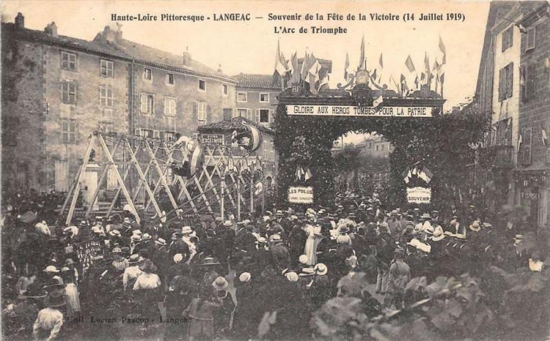 Carte postale ancienne Langeac Souvenir De La Fete De La Victoire 1919 L'Arc De Triomphe à Langeac