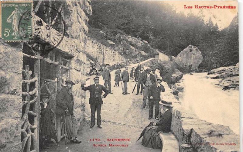 Carte postale ancienne Cauterets Source Mahourat à Cauterets