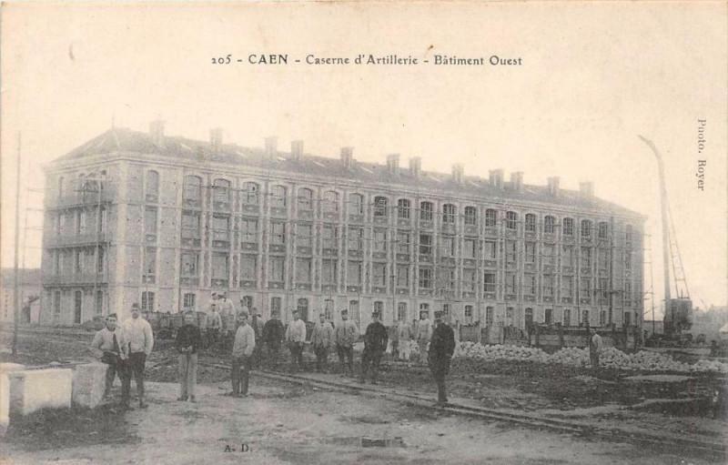Carte postale ancienne Caen Caserne D'Artillerie Batiment Ouest à Caen