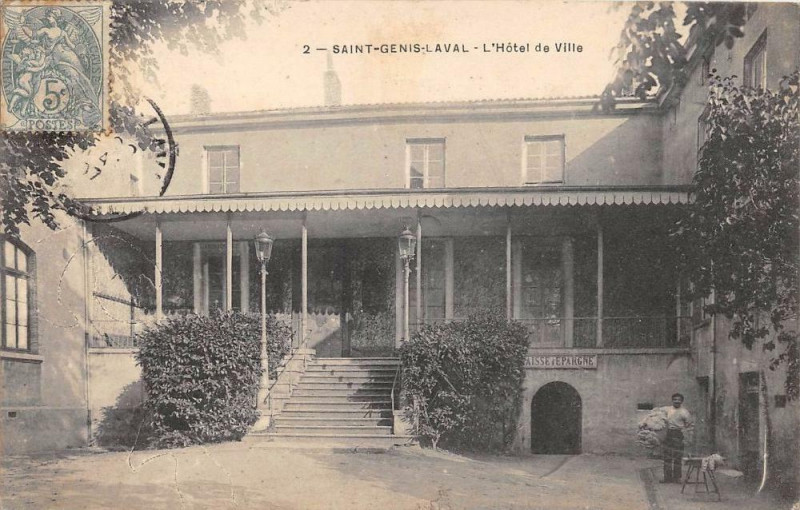 Carte postale ancienne Saint Genis Laval Hotel De Ville à Saint-Genis-Laval