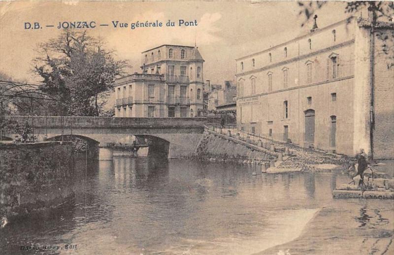 Carte postale ancienne Jonzac Vue Generale Du Pont à Jonzac