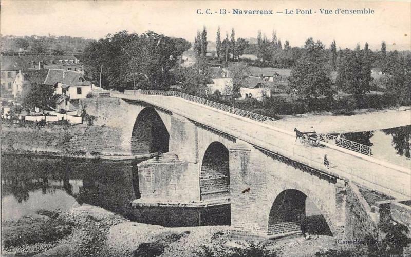 Carte postale ancienne Navarrenx Le Pont Vue D'Ensemble à Navarrenx