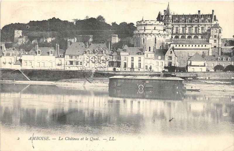 Carte postale ancienne Amboise Le Chateau Et Quai à Amboise