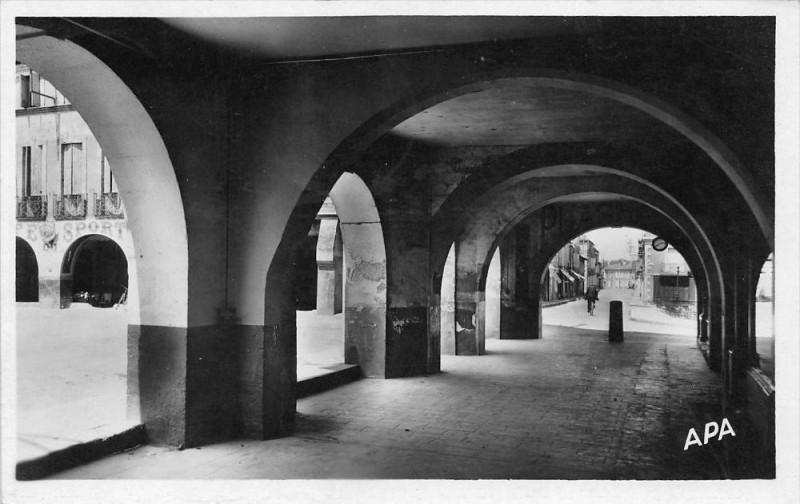 Carte postale ancienne Fleurance Arcades Avenue De Lectoure à Fleurance