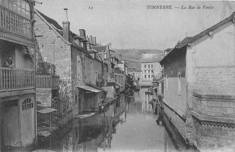 Carte postale ancienne Tonnerre La Rue De Venise à Tonnerre