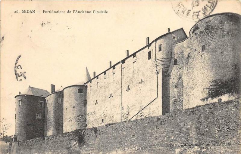 Carte postale ancienne Fortifications de l'Ancienne Citadelle à Sedan