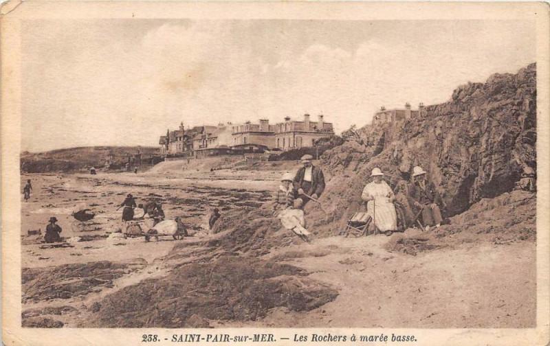 Carte postale ancienne Saint Pair Sur Mer Les Rochers A Maree Basse à Saint-Pair-sur-Mer