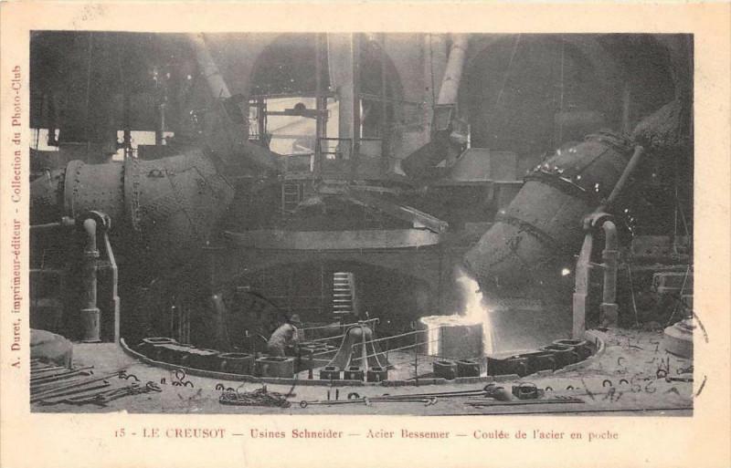Carte postale ancienne Le Creusot Usines Schneider Acier Bessemer Coulee De L'Acier En Poche au Creusot