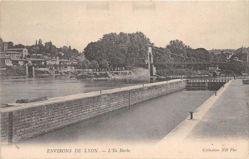 Carte postale ancienne 21 Environs De Lyon L'Ile Barbe à Lyon