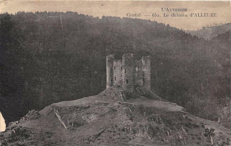 Carte postale ancienne Cantal Le Chateau D'Alleuze à Alleuze