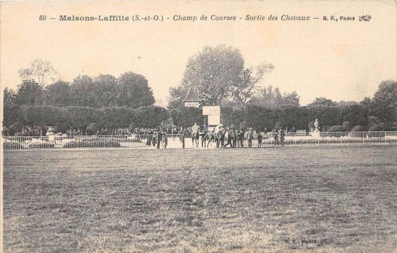 Carte postale ancienne Maisons Laffitte Champ De Courses Sortie Des Chevaux à Maisons-Laffitte