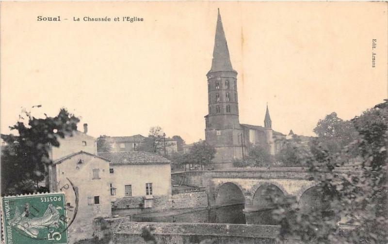 Carte postale ancienne Soual La Chaussee Et L´EGLISE à Soual