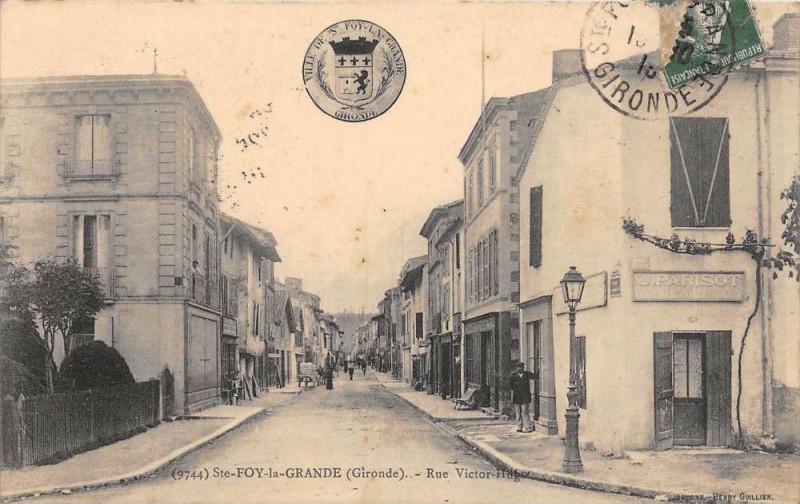 Carte postale ancienne Sainte Foy La Grande Rue Victor Hugo à Sainte-Foy-la-Grande