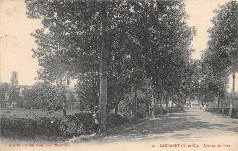 Carte postale ancienne Larrazet Avenue Du Pont à Larrazet