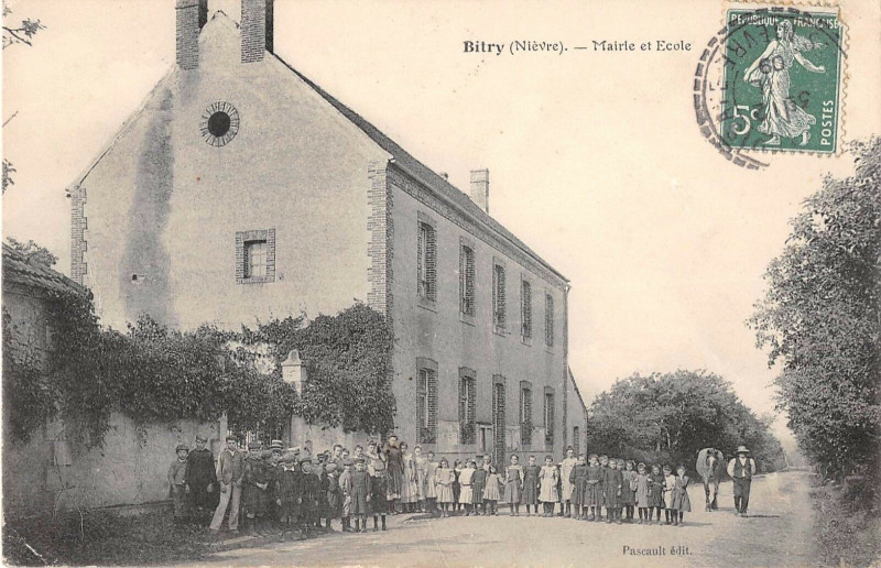 Carte postale ancienne Bitry Mairie Et Ecole à Bitry
