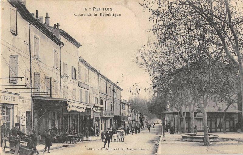 Carte postale ancienne Pertuis Cours De La Republique à Pertuis