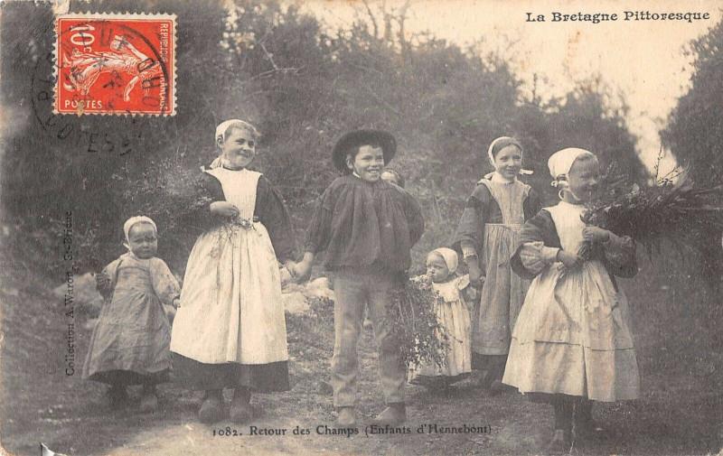 Carte postale ancienne Retour Des Champs Enfants D'Hennebont à Hennebont