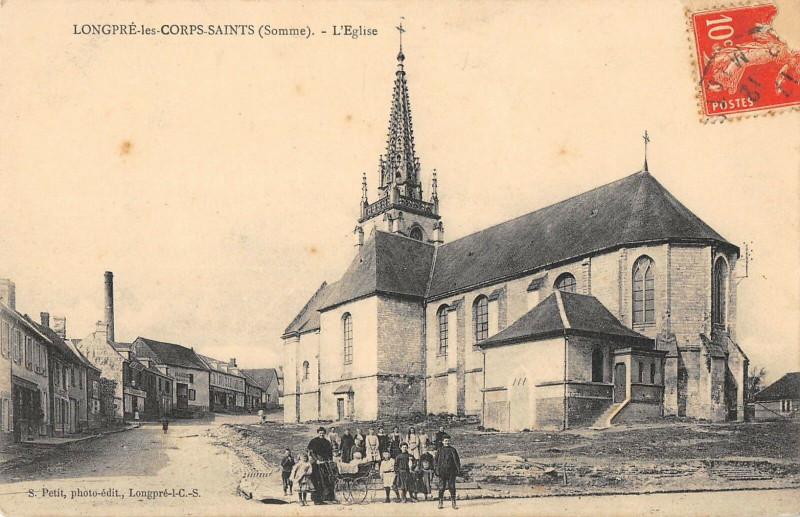 Carte postale ancienne Longpre Corps Saints L'Eglise à Long