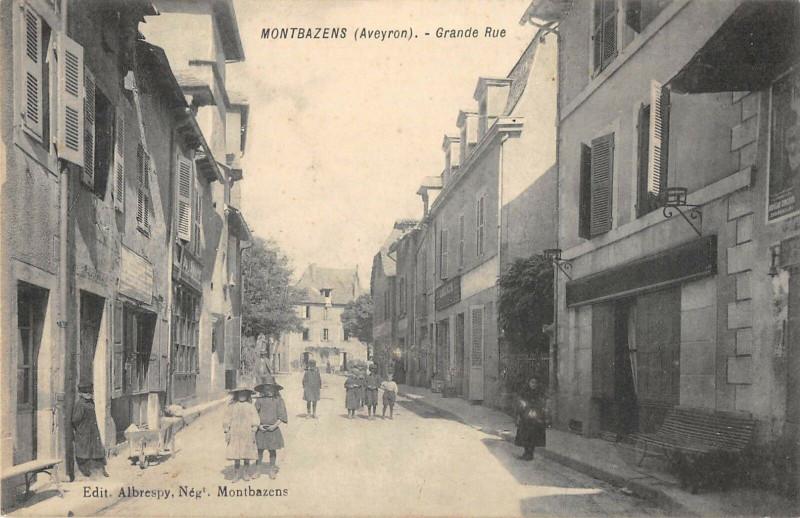 Carte postale ancienne Montbazens Grande Rue à Montbazens