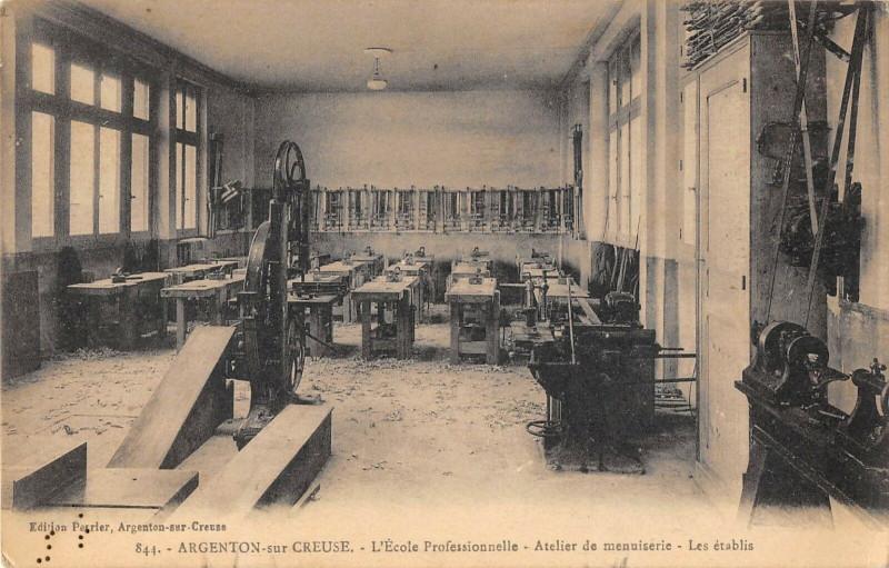 Carte postale ancienne Argenton Sur Creuse Ecole Professionnelle Atelier De Menuiserie Etablis à Argenton-sur-Creuse