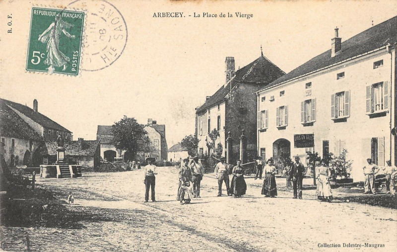 Carte postale ancienne Arbecey La Place De La Vierge à Arbecey
