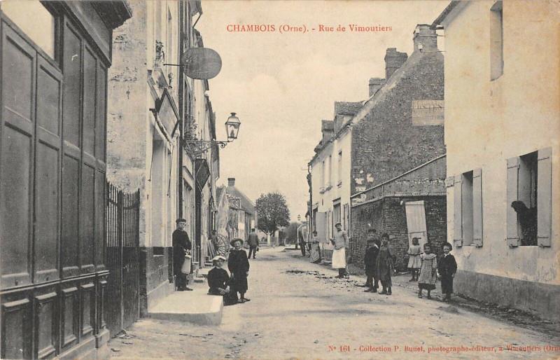 Carte postale ancienne Chambois Rue De Vimoutiers à Vimoutiers