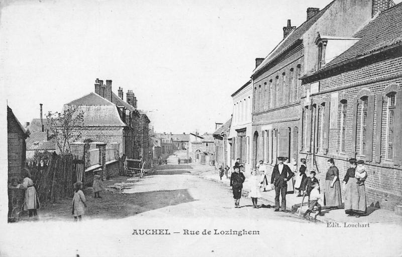 Carte postale ancienne Auchel Rue De Lozinghem à Auchel