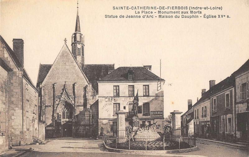 Carte postale ancienne Sainte Catherine De Fierbois La Place à Sainte-Catherine-de-Fierbois
