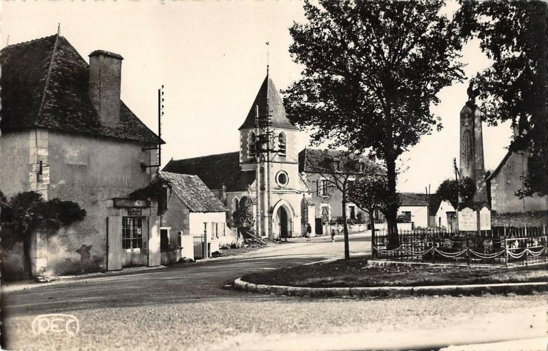 Carte postale ancienne Linge Place De L'Eglise à Lingé