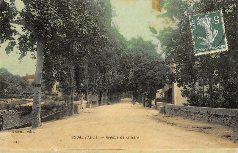 Carte postale ancienne Soual Avenue De La Gare à Soual