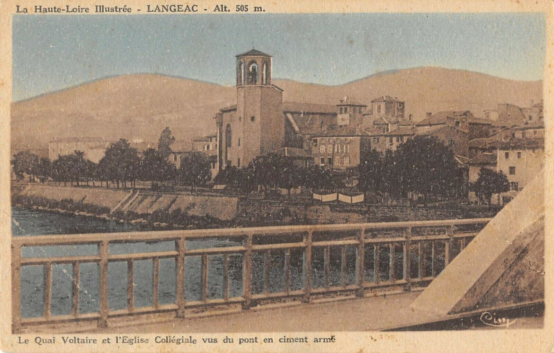 Carte postale ancienne Langeac Le Quai Voltaire Collegiale à Langeac