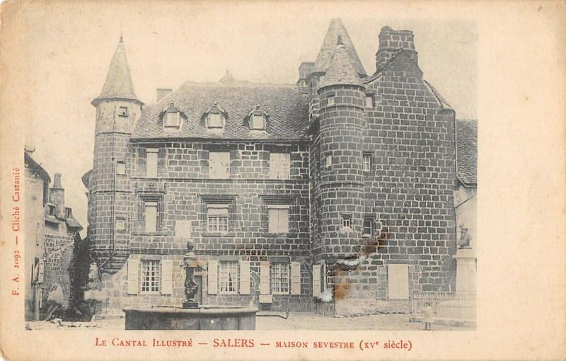 Carte postale ancienne Salers Maison Sevestre à Salers