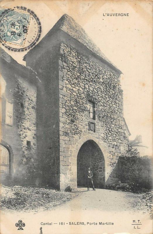 Carte postale ancienne Salers Porte Martille à Salers