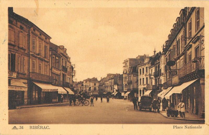 Carte postale ancienne Riberac Place Nationale à Ribérac