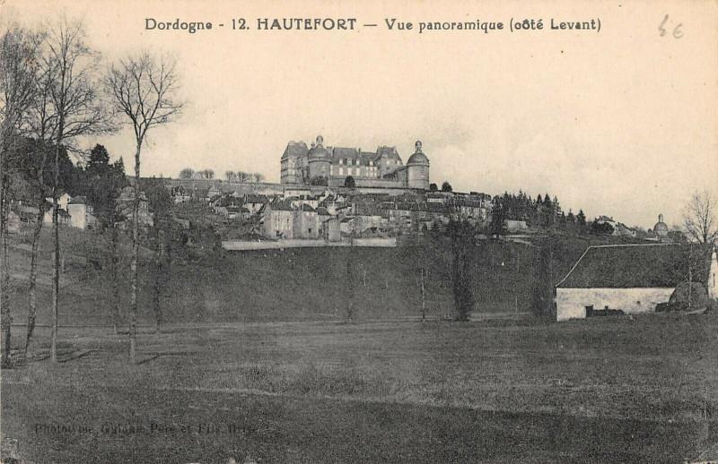Carte postale ancienne Hautefort Vue Panoramique Cote Levant à Hautefort