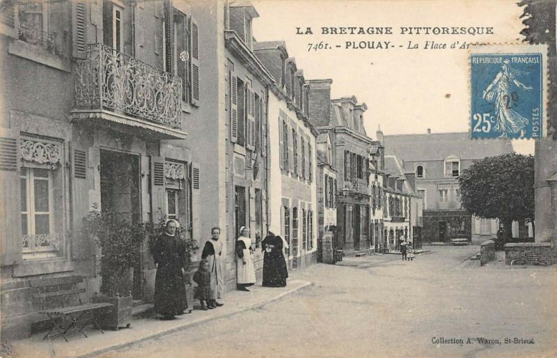 Carte postale ancienne Plouay La Place D'Armes à Plouay