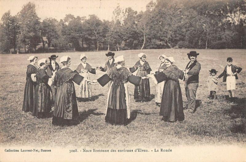 Carte postale ancienne Noces Bretonnes Des Environs D'Elven La Ronde à Elven