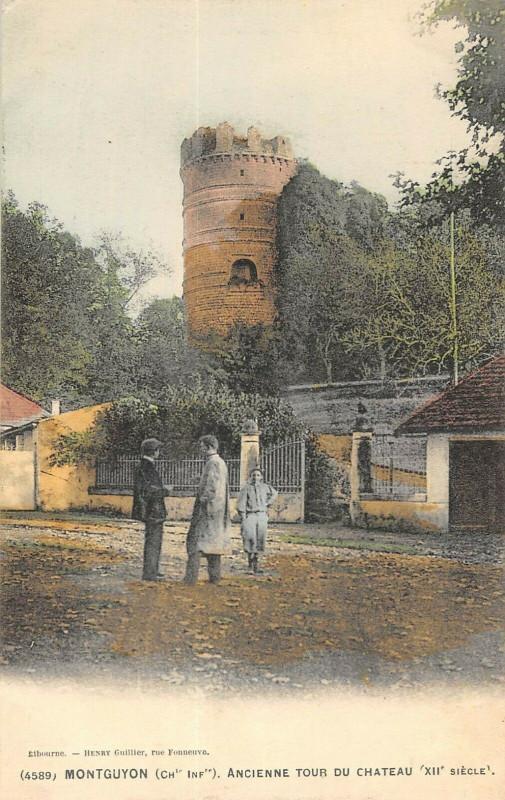 Carte postale ancienne Tmontguyon Ancienne Tour Du Chateau à Montguyon