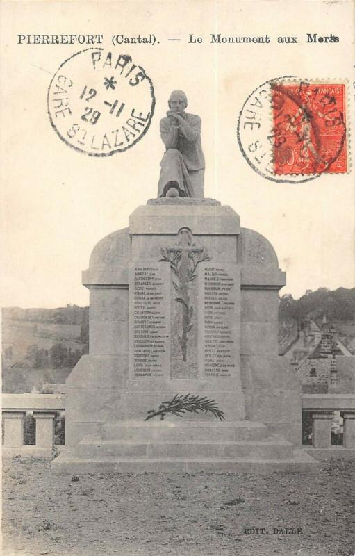 Carte postale ancienne Pierrefort Le Monument Aux Morts à Pierrefort