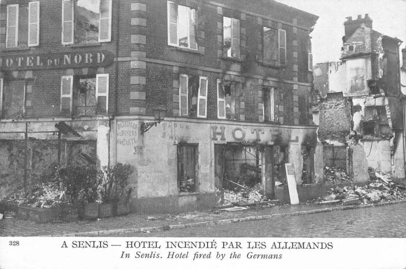 Carte postale ancienne A Senlis Hotel Incendie Par Les Allemands à Senlis